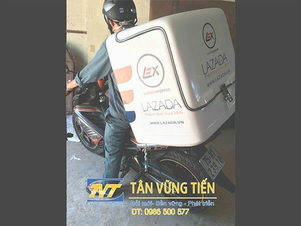 Baga-thung-cho-hang-composite-sau-xe-may
