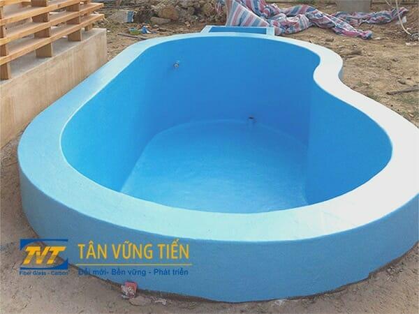 Thi-cong-lap-dat-ho-boi-composite